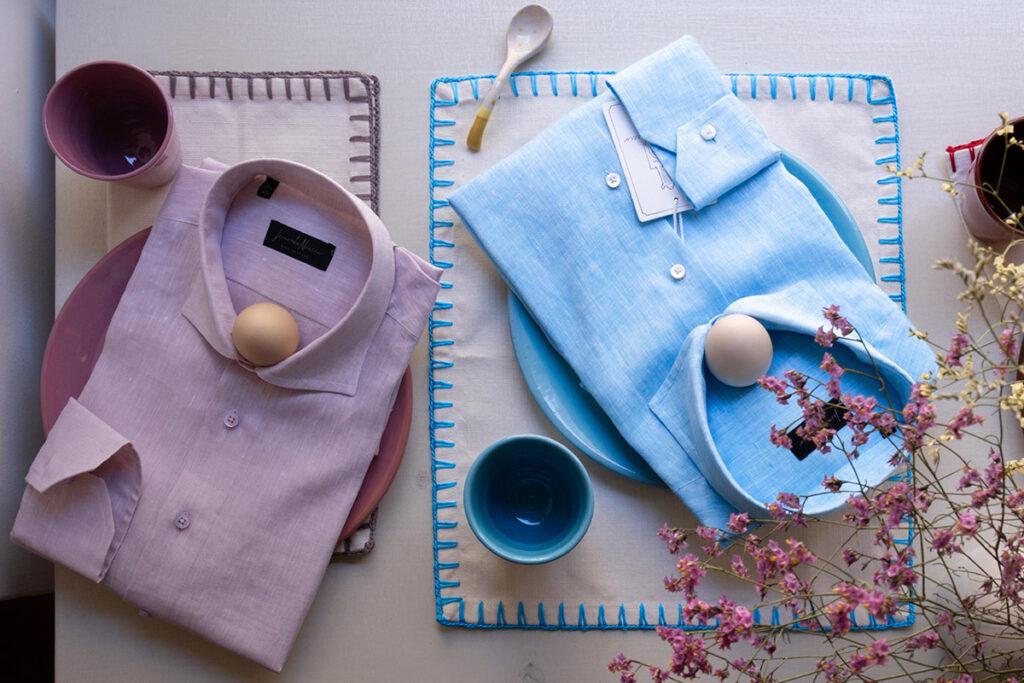 Quadro estivo con camicie in lino, ceramiche salentine e fiori